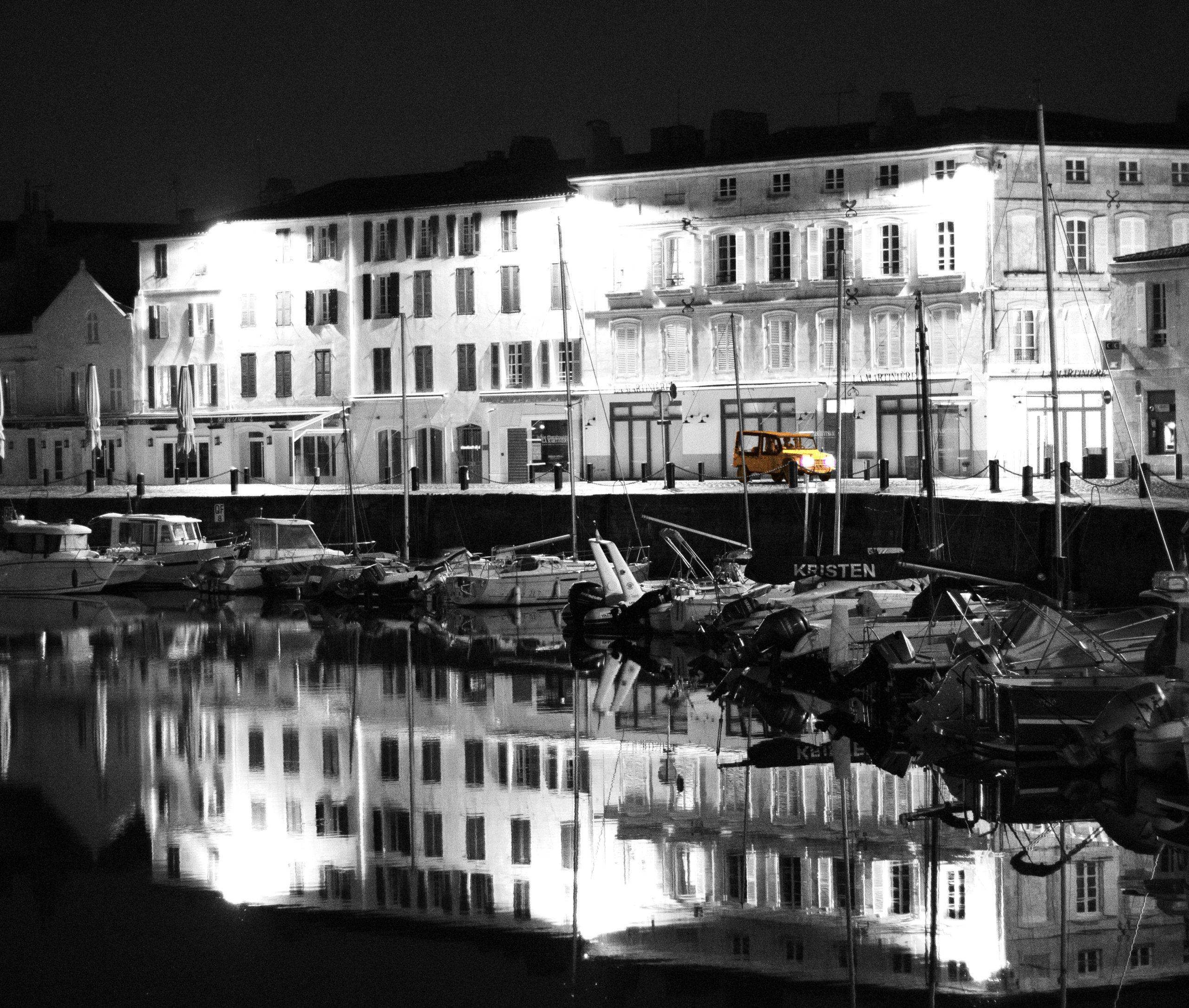 Méhari à Minuit sur le port